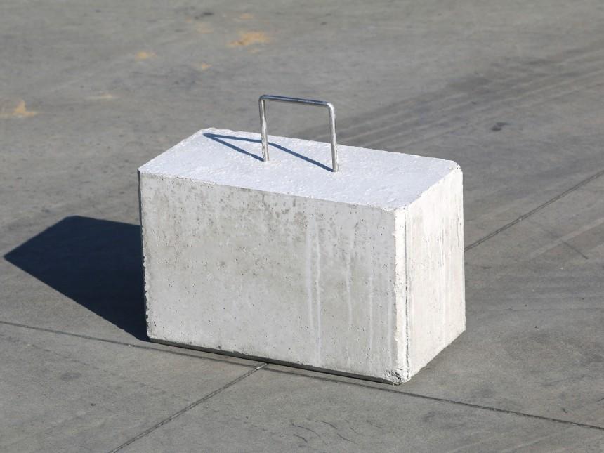 poids en b ton de 45 kg vendre poign e pratique pour. Black Bedroom Furniture Sets. Home Design Ideas